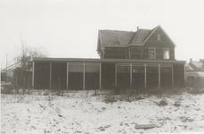 M 7162 Het braakliggende terein van tin fabriek Kurz met het huis van K.N.O.-arts de Krijger