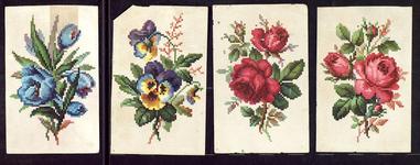 7723 Dit zijn vier plaatjes met kruissteekpatronen van verschillende bloemen: viooltjes, tulpen en rozen