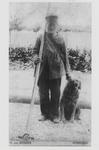 0362-1267 Oud baasje (naam?) met hond en attribuut