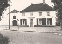 Lie 102 Het witte huis hoek Dorpsstraat/Papestraat te Lienden