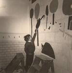 Lie 173 Leerling (onbekend) schildert een vogel op de muur