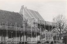 Lie 225 Ned. Herv. Kerk te Ommeren. Kerkgebouw tijdens restauratiewerkzaamheden in 1968.