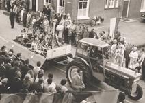 Lie 284 Optocht in teken van 1000 jaar Lienden. Indianenwagen.