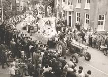 Lie 287 Optocht in teken van 1000 jaar Lienden. Kasteelpoortwagen (W.J. Eben Haezerschool).