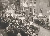 Lie 289 Optocht in teken van 1000 jaar Lienden. Brokkendafje-wagen door Rob Slotemaker.