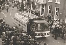Lie 297 Optocht in teken van 1000 jaar Lienden. Reclamevrachtauto Mengvoeders