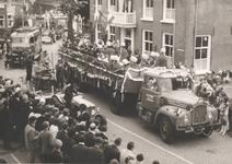Lie 299 Optocht in teken van 1000-jaar Lienden. Truck met de muziekvereniging.