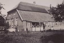 Lie 407 Boerderij aan het begin van de Ommerenveldseweg, vanaf de Tielse kant (rechterzijde). Boerderij is in de jaren ...
