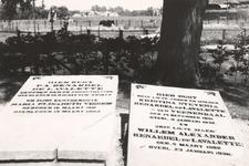 Lie 413 Grafzerken van de familie Lavalette op de begraafplaats rond de N.H.-kerk