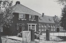 Lie 485 Openbare lagere school (1922) met schoolmeesterswoning