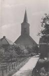 Lie 512 Kerkpad met op achtergrond de N.H.-kerk en rechts de lagere school