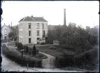35 Gezicht op de eerste grote woning en tuin, rechts aan het Fabriekslaantjke vanaf de Havendijk
