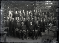 43 Groepsfoto van vermoedelijk de medewerkers van het metaalwarenbedrijf Stout