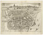17 Een plattegrond van Tiel, met linksonder een legenda van de belangrijke gebouwen in de binnenstad. Boven een ...