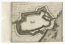 40 Een plattegrond van de Tielse binnenstad, de bebouwing is niet aangegeven, alleen de ommuring en de poorten, met op ...