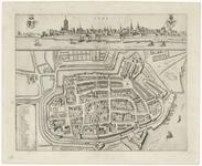 87 Een plattegrond van Tiel met boven het stadsprofiel vanaf de Waalzijde. Linksonder een legenda met de namen van de ...