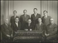 491 Een groepsfoto van het bestuur en raad van commissarissen van de coöperatieve verbruikersvereniging Sint-Gerardus ...
