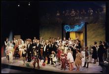 582 Drie kleurenfoto's van de finale van Het Danslokaal, een musical uitvoering in de Agnietenhof, in [1989]. Op de ...