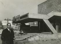 M 10 De Agnietenhof in aanbouw, met directeur Theo Kersten