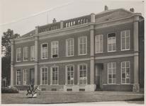 M 11579 Gymnasiumgebouw aan het Sint-Walburg.