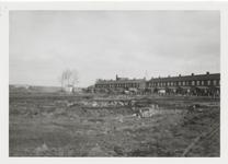 M 11680 Waar vroeger het kamp Schutsluizen , later het Ambonezenkamp stond aan de Peppellaan, met links op de ...