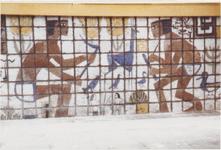 M 11828 De drukkerij Sint-Maarten aan de Damstraat. De ondergevel is versierd met een tegeltableau dat ontworpen en ...