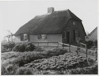 M 11879 Huis op een vluchtheuvel in het Ommerenseveld