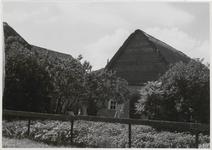 M 11920 Een schuur naast een boerderij in Ommeren