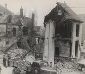 M 12091 Van maandag- op dinsdagnacht woede een felle brand in hotel restaurant De Roskam op de hoek van de ...