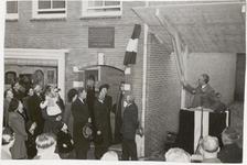 M 12103 Het winkelhuis van de heer P. Visee in de Gasthuisstraat in Tiel is de 50.000ste permanente woning, die na de ...