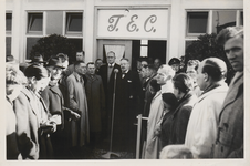 M 12127 Opening van het nieuwe clubgebouw van de Tielse voetbalvereniging T.E.C. door burgemeester Cambier van Nooten