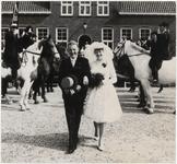 M 12136 Het huwelijk in Beusichem tussen Joh. van de Berg en Plony Wijnen. Ze zijn leden van de Culemborgse ...