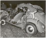 M 12155 Ernstig auto-ongeval, plaats en datum onbekend, VW kever totaal vernield