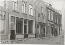 M 3611 Kerkstraat 24 ,waarschijnlijk worden er huizen afgebroken er lig allemaal puin op straat