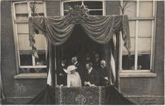 M 3729 Koningin Wilhelmina en Prins Hendrik brengen een bezoek aan Tiel. Eventueel Op het bordes van het Gemeentehuis ...