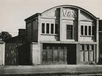 M 775 De fabriek van Verweij en Spoorenberg, gelegen aan de Hucht, is door de Gemeente Tiel aangekocht om er een ...