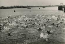 M 822 Het Vahalis zwemfestijn wordt gehouden in het Amsterdam-Rijnkanaal, ter hoogte van de Panovenweg. De 2 km ...