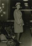 M 829 Een modeshow van de Fa. Blijdesteijn. Op de foto een van de creaties van het modehuis