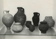 M 840 De Oudheidkamer van Tiel houdt een expositie. Op de foto Merovingisch aardewerk