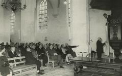 M 842 Een bijeenkomst van oudheidkundige verenigingen in de St.- Maartenskerk. De verenigingen zijn verenigd in de ...