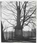 M 8711 Monument in Beneden-Leeuwen, watersnood 1926