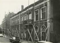 M 990 Het pand Visser , gelegen aan de Ambtmanstraat tijdens de verbouwing