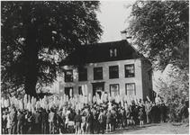 0690-3476 Bevrijding 1945, Amerikaansetank voor huis Landzicht te Kerk-Avezaath