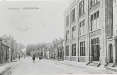 2182 Foto met rechts de fabriek van sigarenkistjes Imprimator en links de oude huizen aan de Prijssestraat