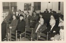 2546 Herdenking 50 jarig bestaan van het Gemeentelijk Waterleidingsbedrijf in de burgerzaal van het stadhuis.