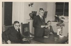 2547 Herdenking 50 jarig bestaan van het Gemeentelijk Waterleidingsbedrijf in de burgerzaal van het stadhuis.