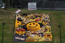 Mozaiëken Fruitcorso 2013. Mozaiek met als titel Smile , gemaakt door Corso Kwartet Tiel. Gesponsord door Van IJzendoorn