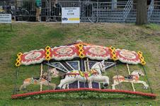 Mozaiëken Fruitcorso 2013. Mozaiek met als titel Draaimolen pret , gemaakt door K.T.S.M. Tiel. Gesponsord door STO