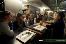 Leerlingen van de ORS Lek en Linge uit Culemborg bezochten het Regionaal Archief Rivierenland en volgden een workshop ...