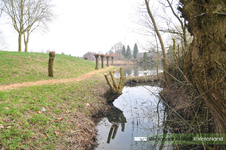 Vloedheuvel in Bruchem en Kerkwijk. Foto gebruikt voor het lespakket Water/Land. Hierin wordt aandacht besteed aan de ...